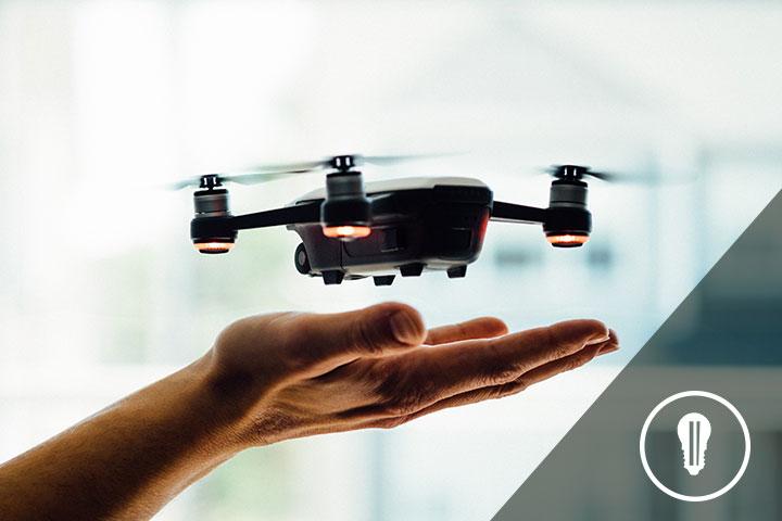 drone in volo creato da startup innovativa